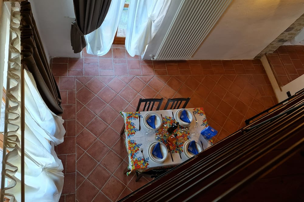 Classic Apartment, 1 Bedroom, Vineyard View (Blu) - Living Area