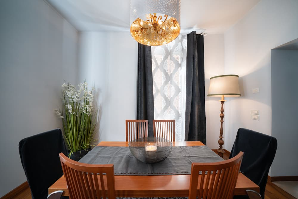 Apartmán, 1 veľké dvojlôžko s rozkladacou sedačkou - Stravovanie v izbe