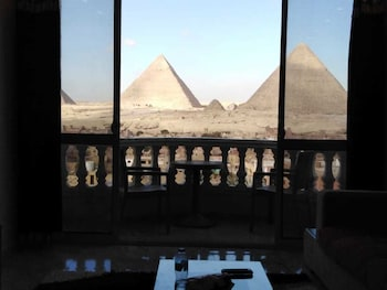 Picture of Welcome Pyramids in Giza