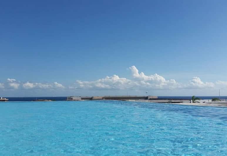 卡門海灘全新公寓酒店, 阿範特拉斯港