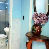 Comfort Triple Room, Berbilang Katil, Courtyard View - Bilik mandi