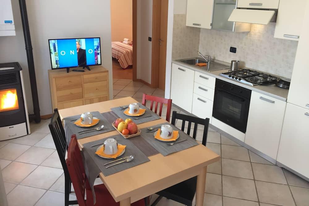 Comfort Apartment, 2 Bedrooms, Balcony - Living Room