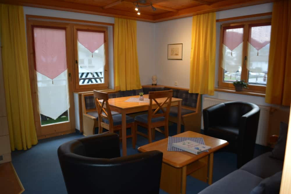 Apartment, Multiple Beds, Balcony, Mountain View - In-Room Dining