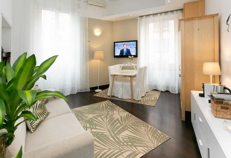 ST. Peter White House, Rome, Apartment, 1 Bedroom, Kitchenette, City View, Living Room
