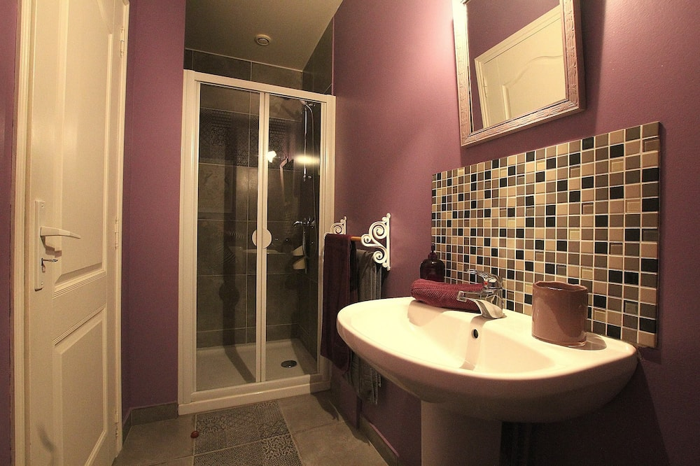 Double Room (Henri Duparc) - Bilik mandi