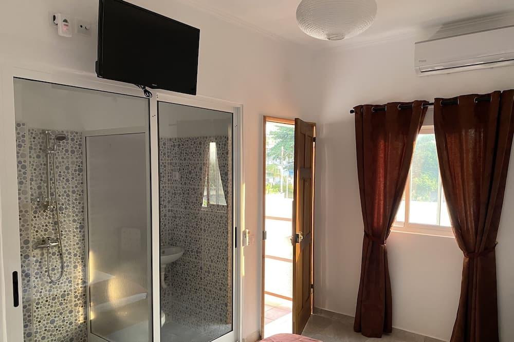 Deluxe Double Room, 1 Queen Bed - Guest Room