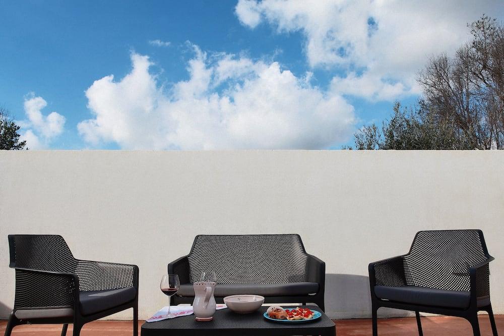 Habitación triple superior, 1 habitación, baño privado - Terraza o patio