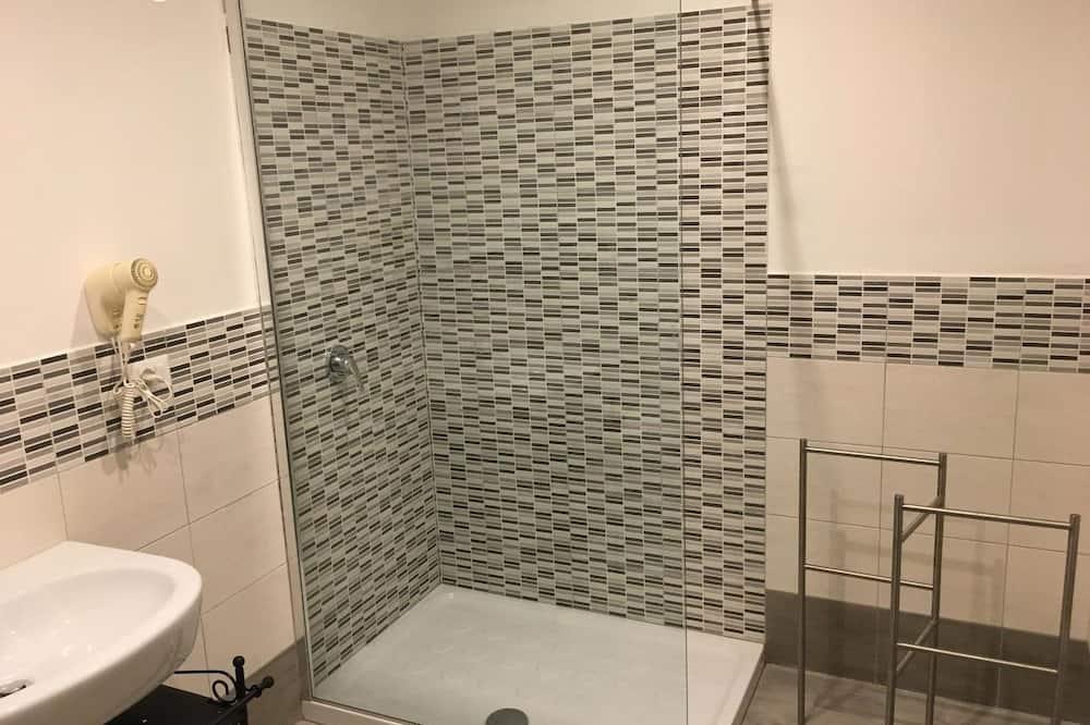 Třílůžkový pokoj typu Comfort, terasa - Koupelna
