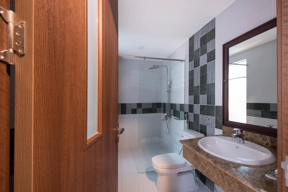Standard Twin Room, City View - Bathroom