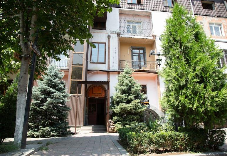 Eder Hostel & Tours, Yerevan, Voorkant hotel