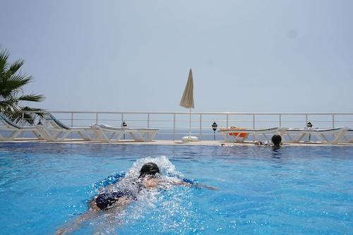 藍色礁湖村莊飯店/