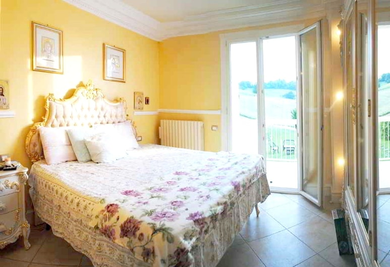 House With 4 Bedrooms in Montelabbate, With Wonderful sea View, Private Pool, Enclosed Garden, Montelabbate, House, Sea View, Room