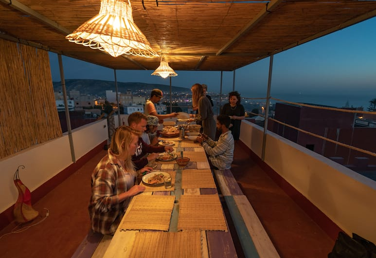 Surf Lovers Morocco - Hostel, Aourir, Terras