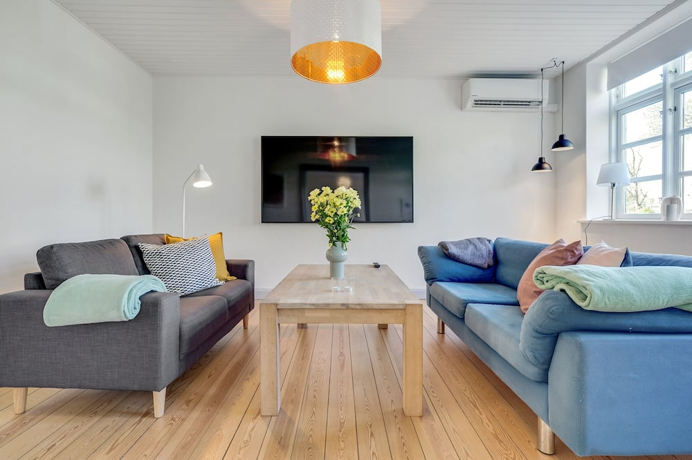 Apartamentai su patogumais, Kelios lovos, vaizdas į ežerą - Svetainė