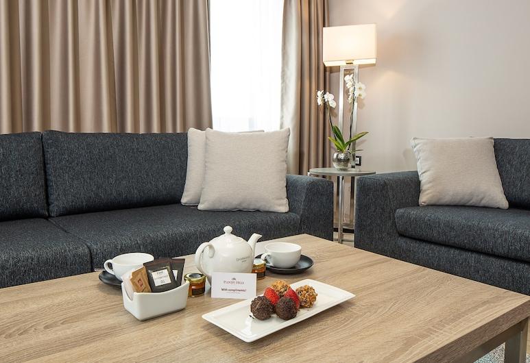 Best Western Premier Plovdiv Hills, Plovdiv, Standard Apartment, Berbilang Katil, Non Smoking, Kitchenette (with Sofabed), Ruang Tamu