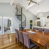Apartment, 5 Bedrooms - In-Room Dining
