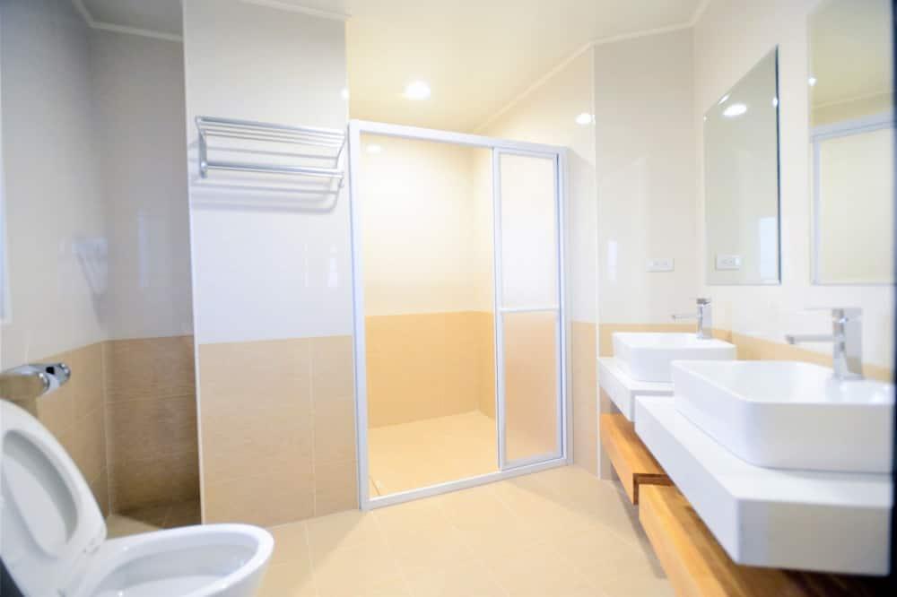 Deluxe tweepersoonskamer, 1 kingsize bed, niet-roken, gedeeltelijk uitzicht op oceaan - Badkamer