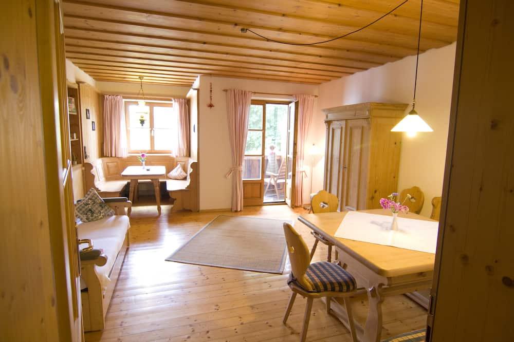 Traditional Apartment, 2 Bedrooms, Balcony, Garden Area - Living Room