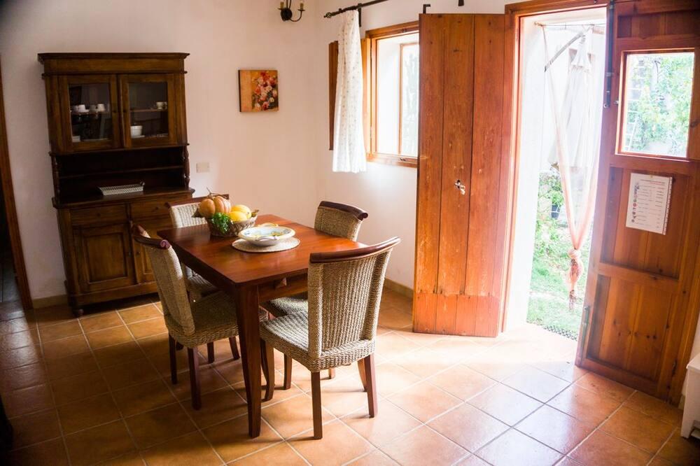 Departamento, vista al jardín (PINO) - Servicio de comidas en la habitación