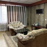 Deluxe Double Room, City View - Living Area
