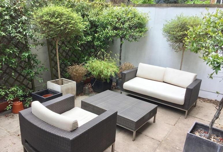 Stylish Apartment in Victoria, London, Balkon