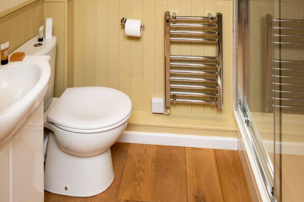 Hillside View Shepherds Hut  - Bathroom