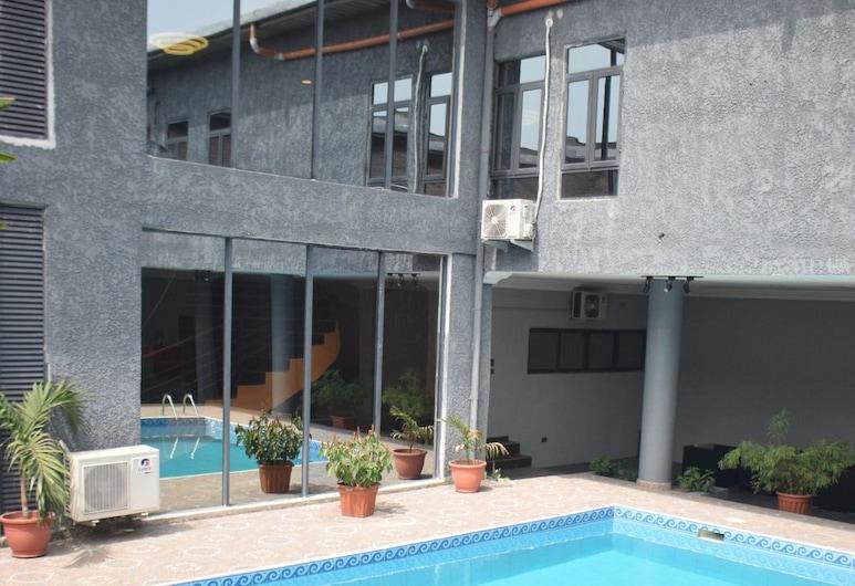 TOA HUB, Port Harcourt, Basen odkryty
