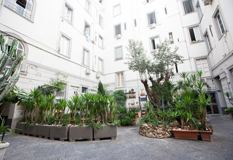 Bovio Prestige Apartments, Napoli, Gårdsplass
