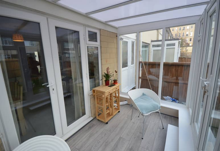 2 Bedroom Charming House With Free Parking, Bath, Balcony