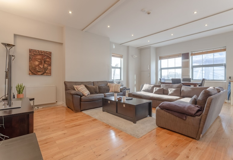 Spacious Ideal Loft in Heart of Hackney, London