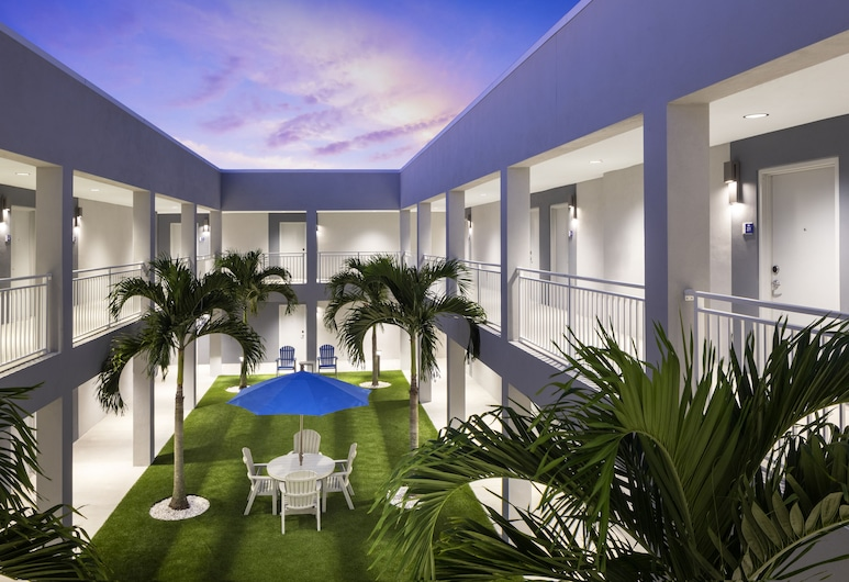 Star Suites: An Extended Stay Hotel, Vero Beach, Courtyard