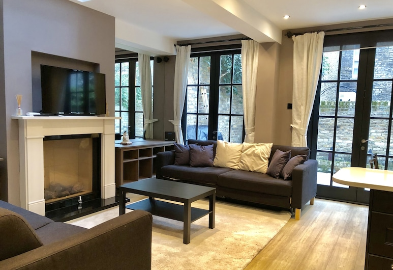 Claverton Street Apartment, London, Family Apartment, 2 Bedrooms, Terrace, Living Area