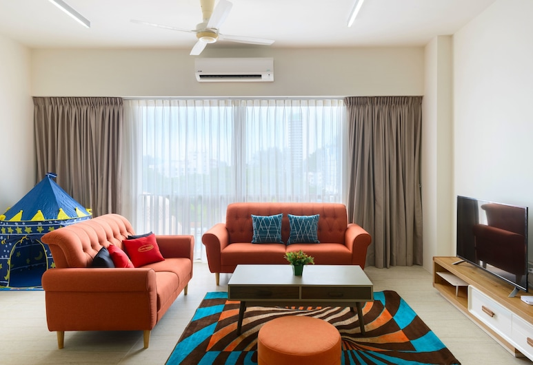 2 Bedrooms Apartment By The Sea, George Town
