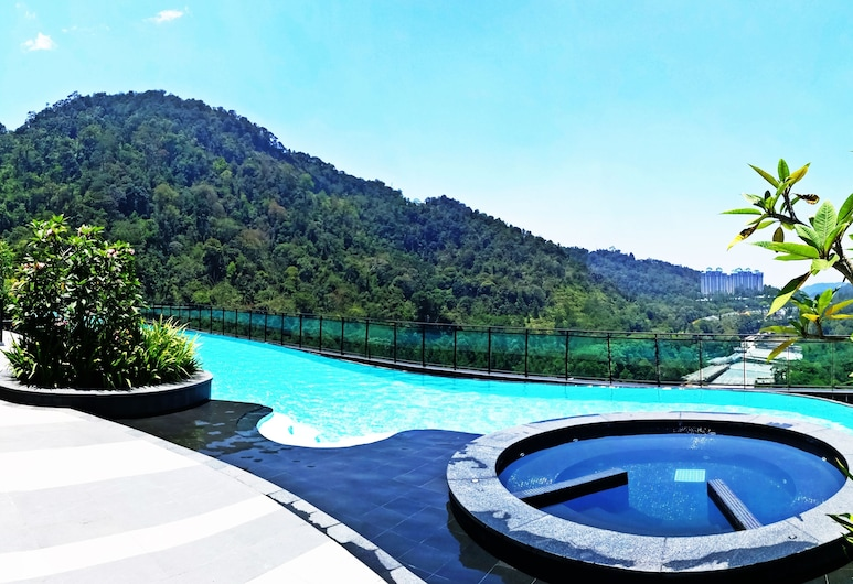 OwnAstay Vista Suite Residences Genting, Genting Highlands, Outdoor Pool