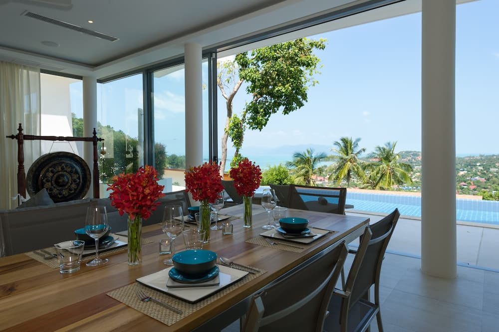 4 Bedrooms Deluxe Duplex with Private Pool - Essbereich im Zimmer