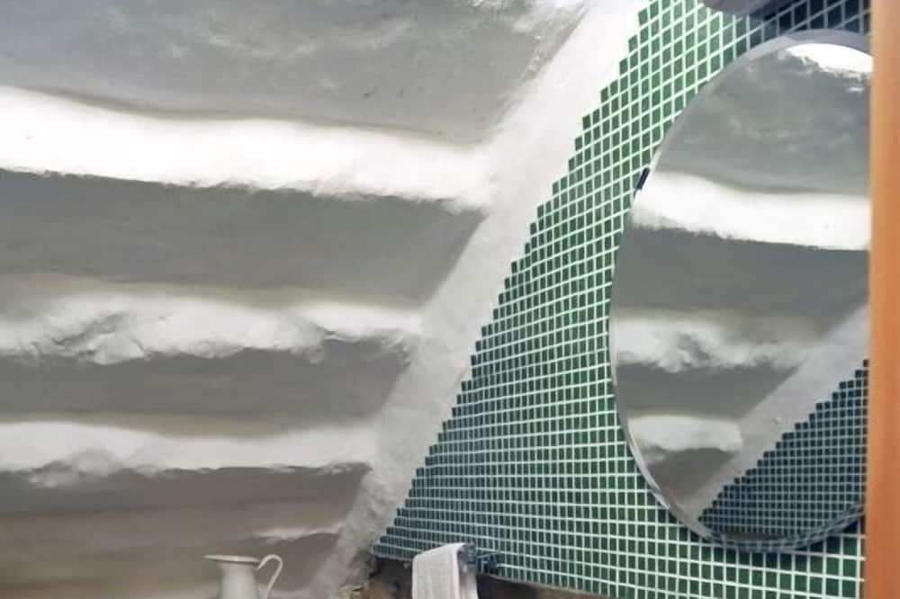 Klasikinio tipo numeris, Kelios lovos - Vonios kambarys