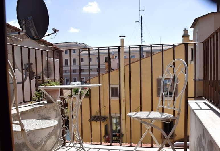 Borgo Pio 91, Rom, Standardloftsværelse - udsigt til gårdsplads, Altan