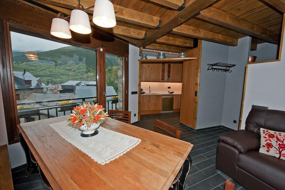 Māja, trīs guļamistabas, terase - Numura ēdamzona