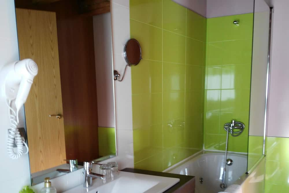 Dvojlôžková izba, výhľad na hory - Kúpeľňa