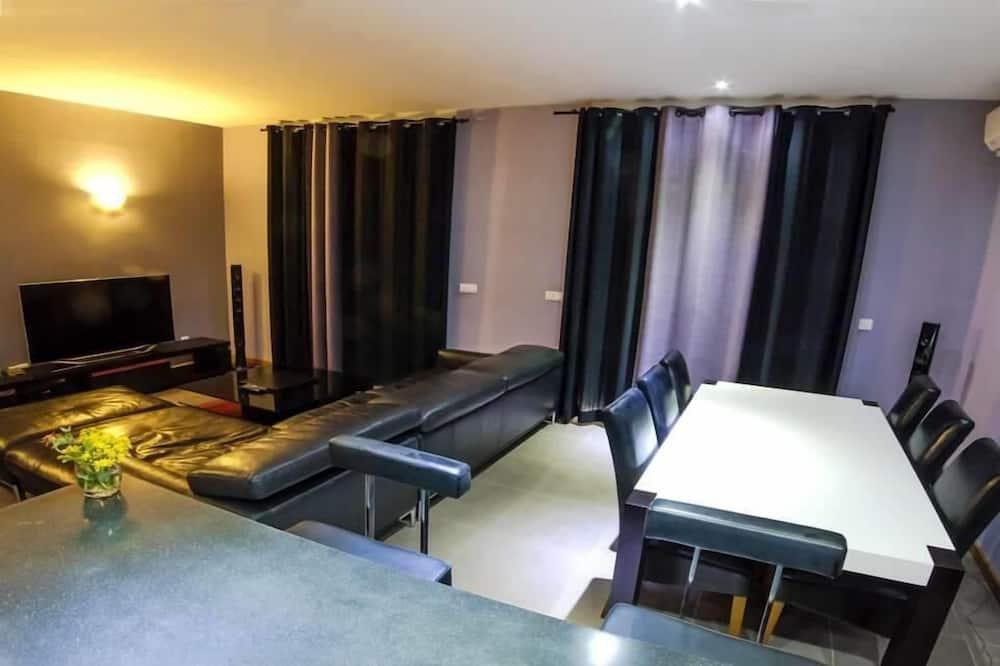 Classic-Apartment, Gartenblick - Essbereich im Zimmer