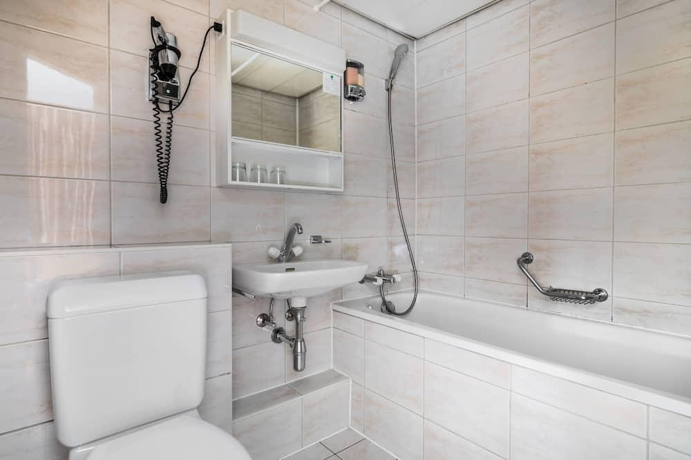 Dvojlôžková izba, 1 veľké dvojlôžko - Sprcha v kúpeľni