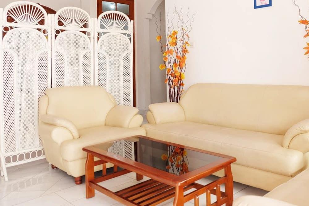 Māja, piecas guļamistabas, skats uz pilsētu - Dzīvojamā istaba