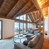 Deluxe Penthouse, Multiple Beds, Balcony, Mountain View - Living Area