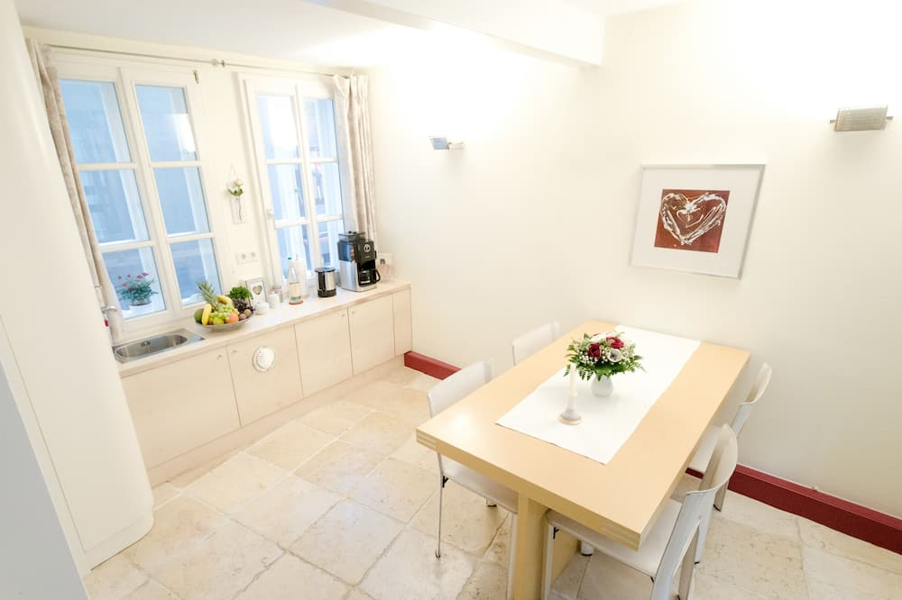 Comfort huis, 1 queensize bed, niet-roken, Uitzicht op de stad - Eetruimte in kamer