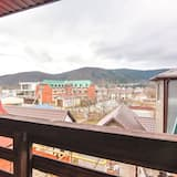 舒适三人房, 阳台 - 山景