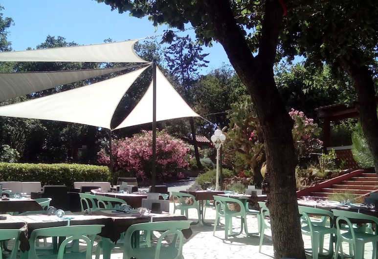 Camping Charlemagne, Grimaud, Terras