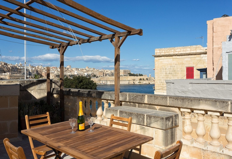 Traditional Maltese Townhouse, Roof Terrace and Views, Senglea