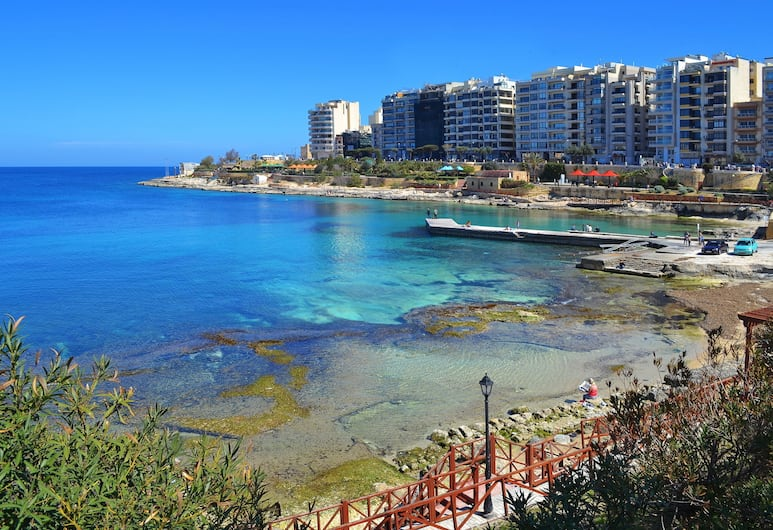 Modern 2 Bedroom Seaview Apartment, Sliema, Plaža