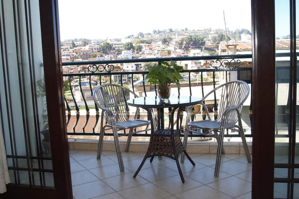 Deluxe Double Room, 1 Queen Bed, City View - Terrace/Patio