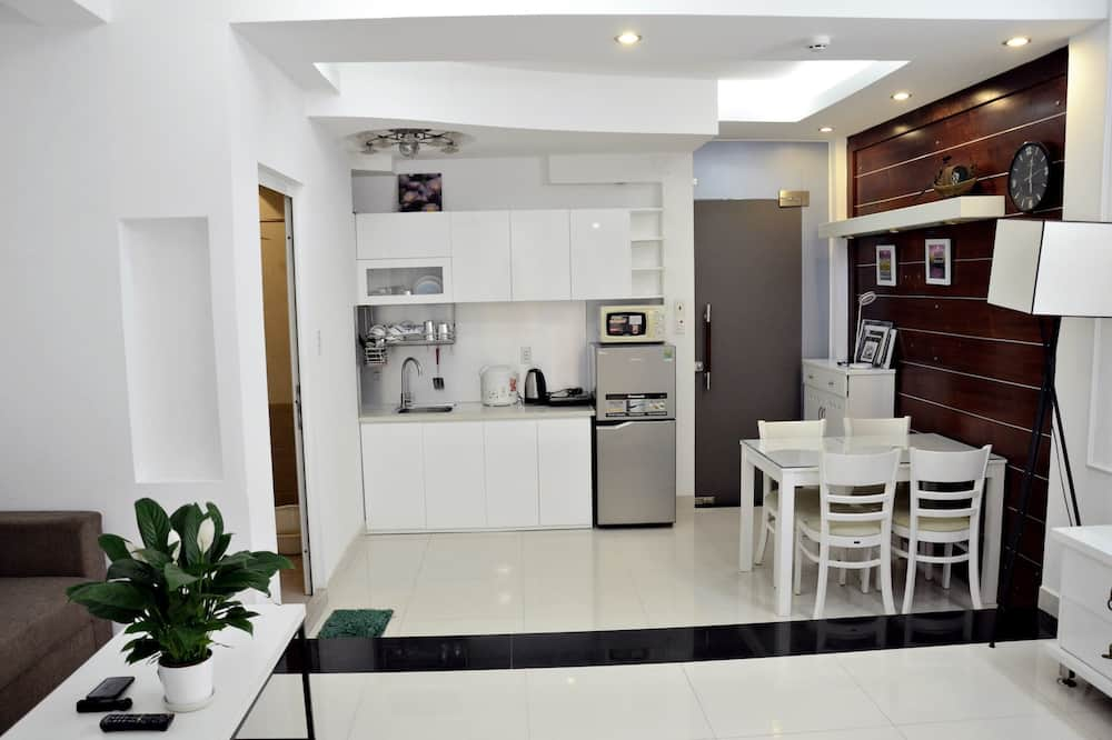 Romantic Apartment, 2 Bedrooms, City View - In-Room Dining